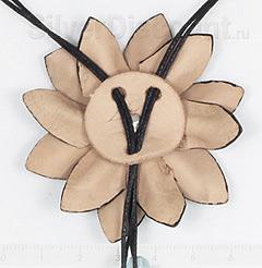 Регулятор размера колье с обратной стороны цветка