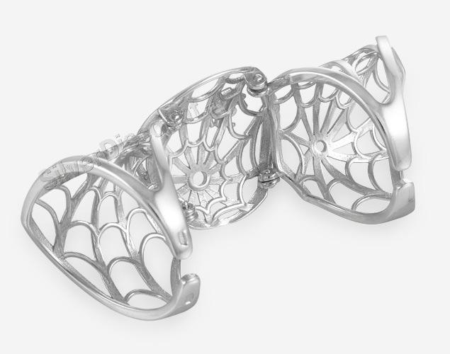Серебряное кольцо на весь палец, вид с обратной стороны