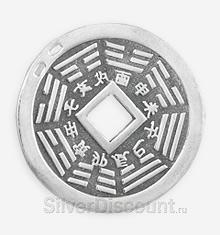 Обратная сторона кулона в виде китайской монеты с иероглифами