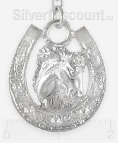 Серебряная подкова с головой лошади крупным планом