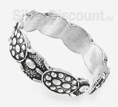 Пять черепах в разомкнутом серебряном кольце