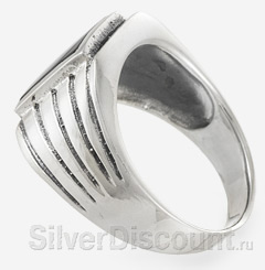 Кольцо-перстень с черным прямоугольным (почти квадратным) камнем, вид сбоку