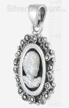 Классический кулон-камея с натуральными камнями, вид сбоку