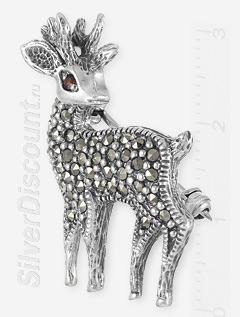 Серебряная брошь олень с камнями, вид сбоку