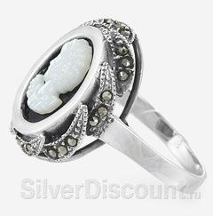 Кольцо с камей из серебра с ониксом, перламутром и марказитами