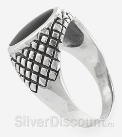 Мужское кольцо из чернёного серебра с ониксом, вид сбоку