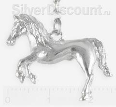Серебряная фигурка лошадки крупным планом
