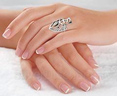 Серебряное кольцо - рыба, фото на руке