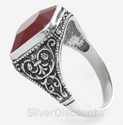 Мужской перстень-печать с красным камнем