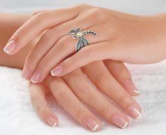 Кольцо в виде стрекозы на руке, серебро, цитрин