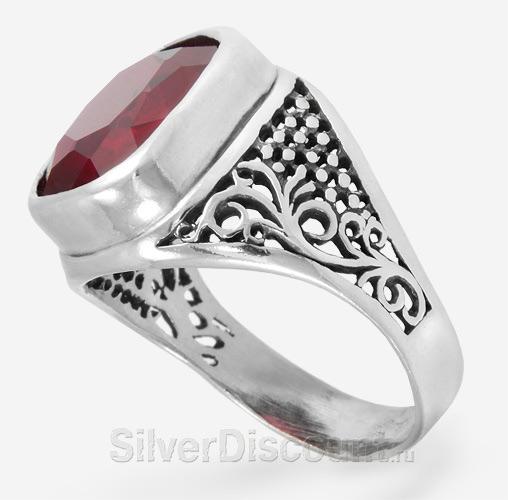 Мужское кольцо с красным корундом рубином