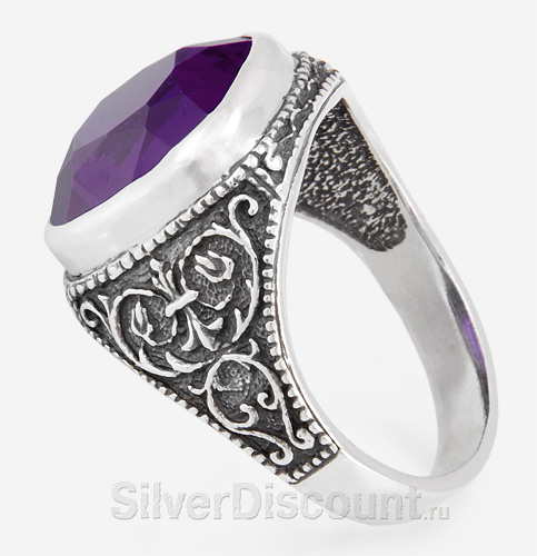 Мужской перстень с узорами и аметистом