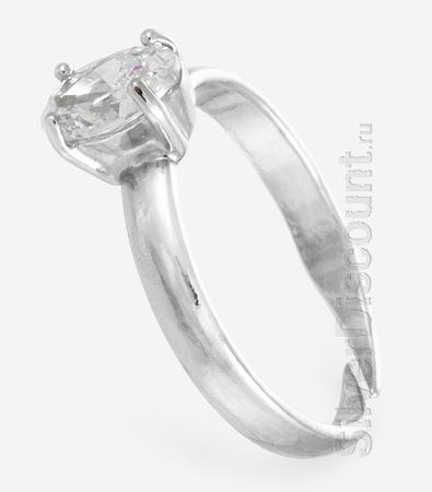 Кольцо для ребенка из серебра с фианитом, вид сбоку