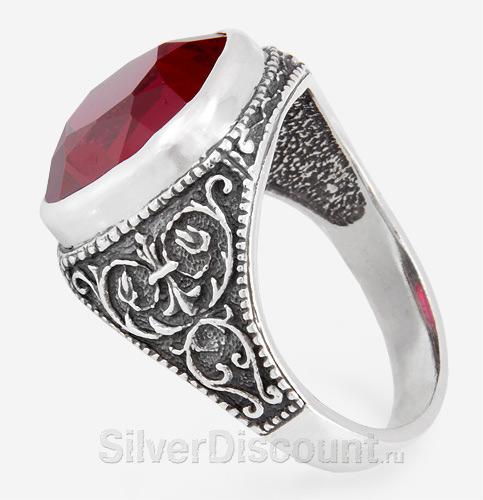 Крупный перстень с корундом рубином, вид сбоку