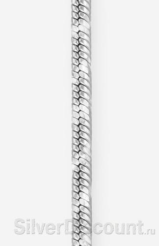 Серебряный снейк с широкой спиралью, фото крупным планом