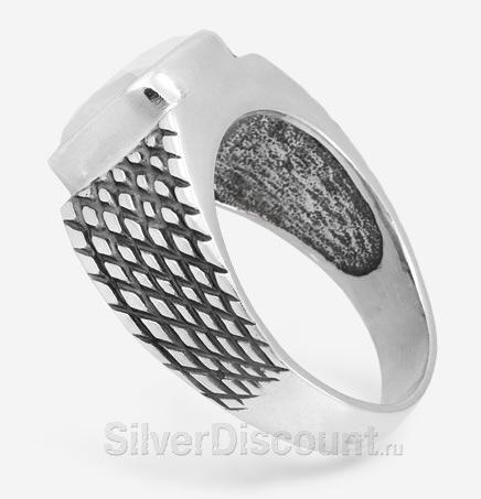 Мужской перстень с горным хрусталем, вид сбоку