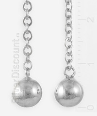 Серебряные серьги с шариками на цепочках (фрагмент фото)
