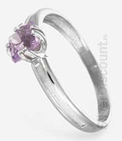 Женское кольцо из серебряного гарнитура с природными аметистами