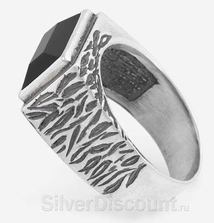Мужской перстень с черным агатом, вид сбоку