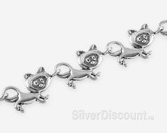 Серебряный браслет с котятами, фрагмент фото крупным планом