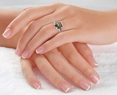 Фото кольца с раухтопазом на пальце