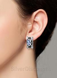 Серьги из серебра необычной формы, фото на ухе